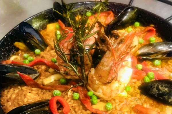 seafood mussel paella, Paradiso rooftop bar and restaurant, Airlie beach, whitsundays