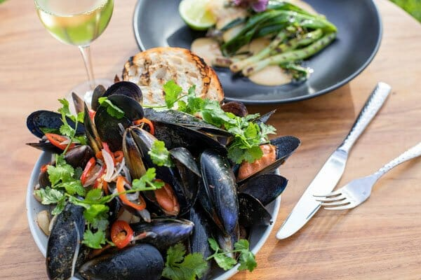 New Zealand Green Lipped Mussels, The Rocks Bar & Restaurant, Coral Sea Resort, Airlie Beach, Whitsunday Region