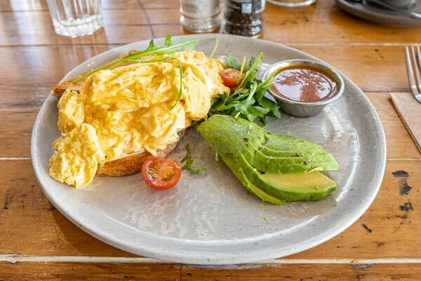 scrambled eggs on toast with avo at Fat Frog Beach Cafe, Cannonvale, Whitsundays